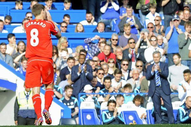 Hasta el irascible José Mourinho homenajeó a Steven Gerrard con un aplauso.