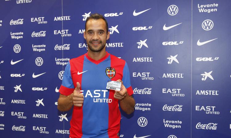 Juanfran seguirá a sus 39 años un año más en el Levante donde debutó a mitad de los 90. Foto: Levanteud.com
