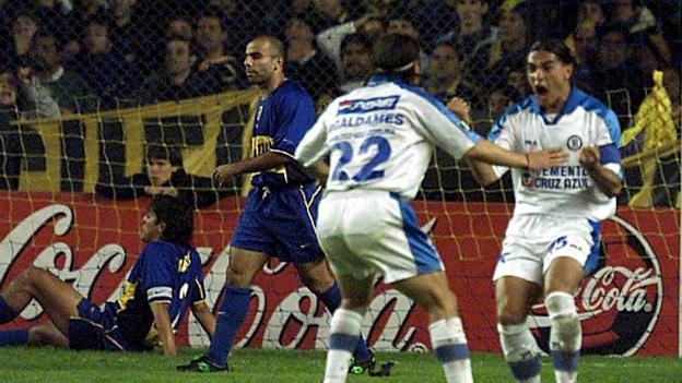 Cruz Azul ante Boca en la Libertadores de 2001.