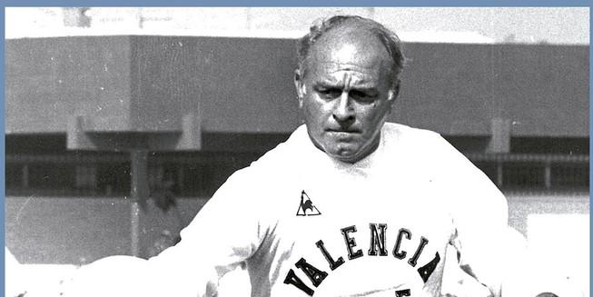 Di Stéfano en un entrenamiento del Valencia.