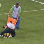 Camilleros con más peligro de lesión que un rival