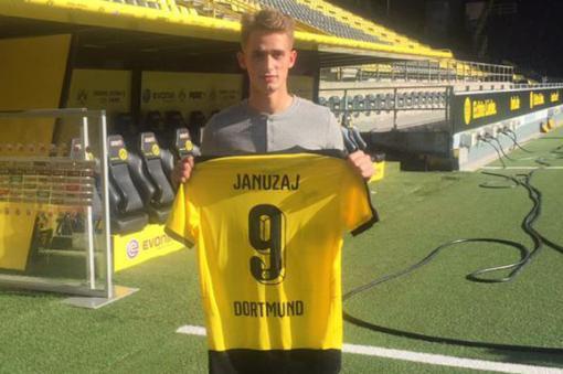 Januzaj en su presentación como jugador del Borussia Dortmund.