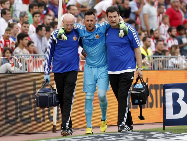 Alves has been unable to play since his injury in Almeria in May 2015. Top it has left him a tough competitor in Jaume.
