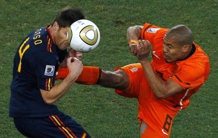 De Jong Chuck Norris himself emulated in the World Cup final 2010.
