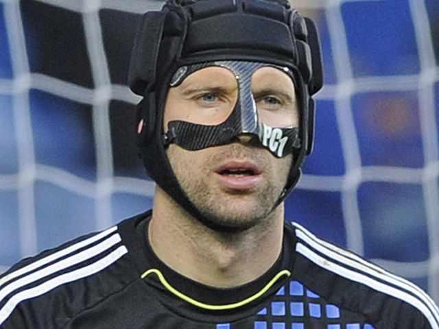 Peter Cech casco y máscara