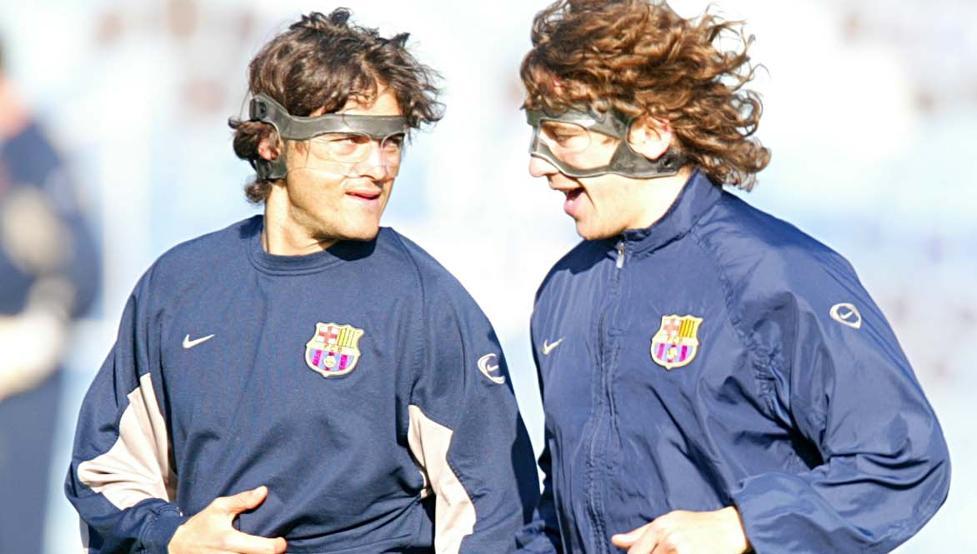 futbolista con mascara