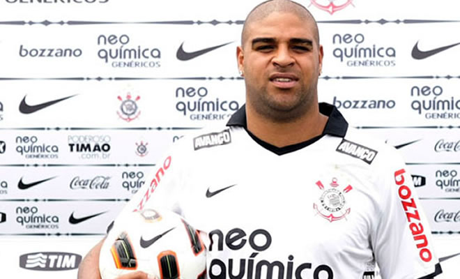 "Adriano changed & quot; Six Pack"" by a double chin and belly notables."