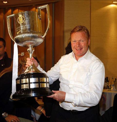 Koeman con la Copa del Rey.