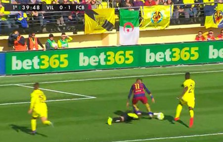 This move where the Villarreal goalkeeper touches the ball ended in penalty awarded to Barcelona.