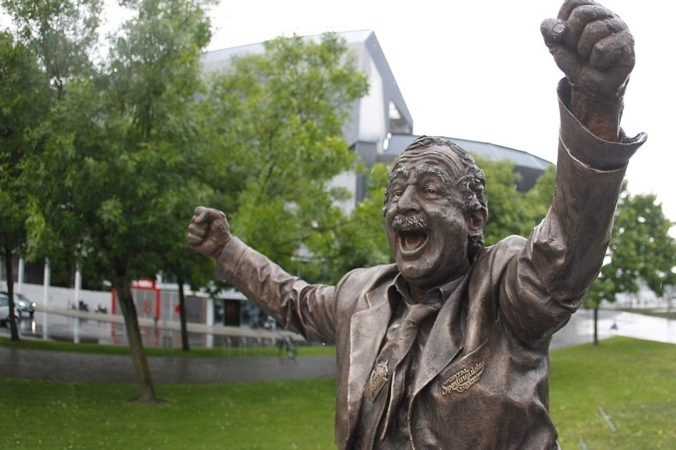 Manolo Preciado has his statue in Gijon.