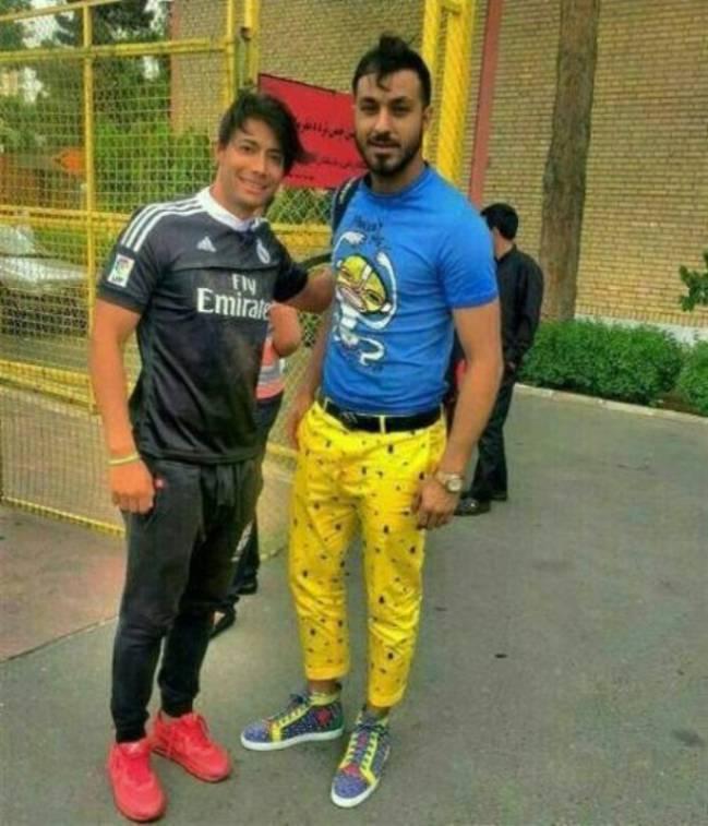 Estos pantalones amarillos le han costado una dura sanción a Sosha Makhani.