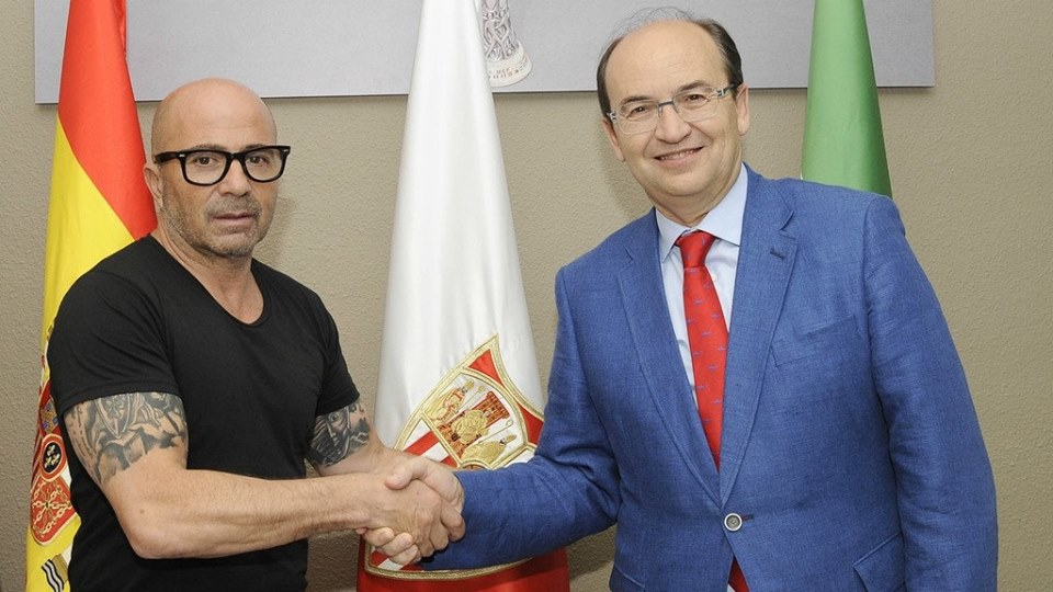 Jorge Sampaoli taking tattooed arms in his presentation as coach of Sevilla.