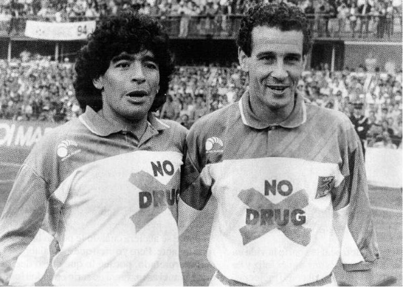 Maradona y Julio Alberto en una imagen cuanto menos curiosa.
