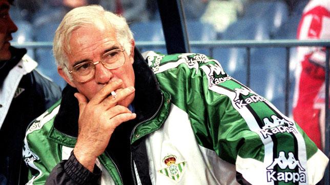 Aragonés en su etapa en el Betis a finales de los 90.