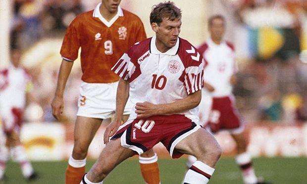 Lars Elstrup mit der dänischen Nationalmannschaft Trikot.