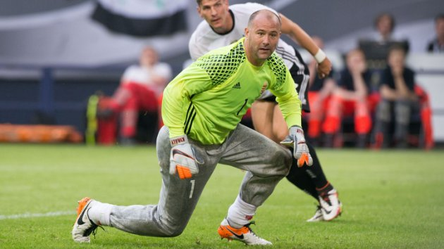 Gabor Kiraly, a very remote player of the modern stereotype.