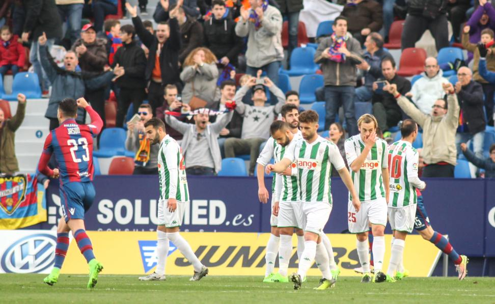 Cordoba prohibits entry to fans after criticism in social networks