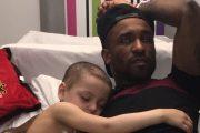 Jermain Defoe pasó la noche en un hospital con un niño enfermo