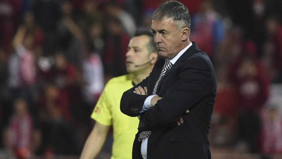 Lucas Alcaraz destituido del Granada: su sustituto será  Tony Adams, ex jugador del Arsenal
