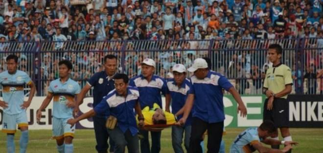 Muere portero de la liga indonesia tras un choque