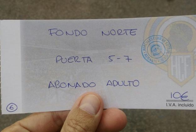El derbi de las entradas hechas a bolígrafo en un papel