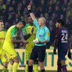 Schiedsrichter Angriffe Spieler, auswirft und endet Sanctioned, Es kam in dem Nantes-PSG