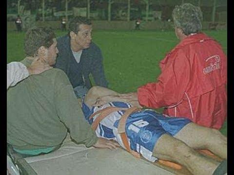 Der Spieler, der im Begriff war, auf dem Feld, um zu sterben und Gott sah,