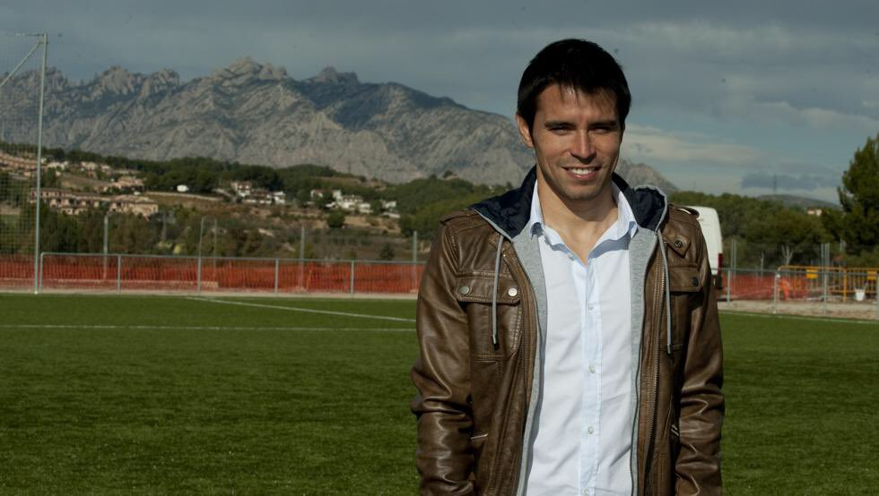 Saviola returns to football, but the room