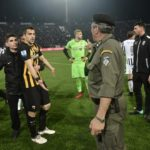 The referee threatened in the PAOK-AEK, finally grants the goal that annulled