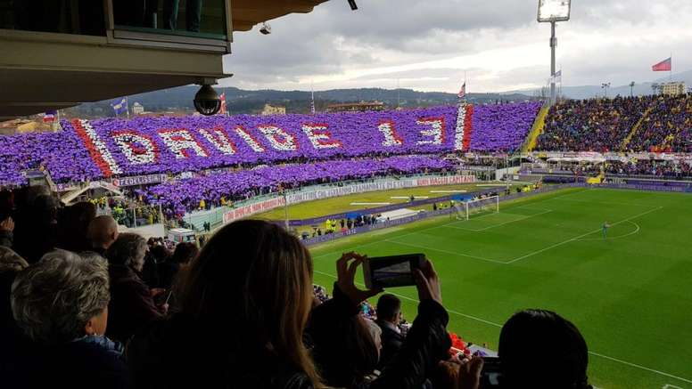 The game was stopped in the Fiorentina-Benevento to honor Astori