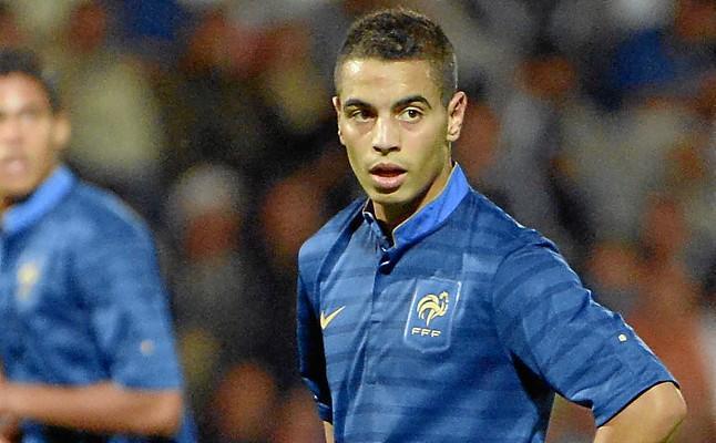 Primer jugador en debutar con la selección absoluta de Francia tanto de fútbol como de fútbol sala