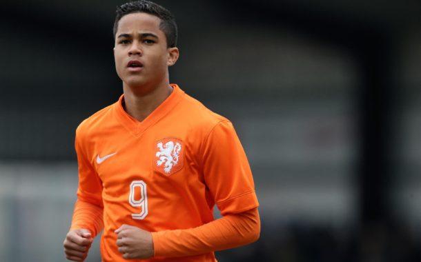 El hijo de una ex estrella del Barça debuta con la absoluta de Holanda a la misma edad