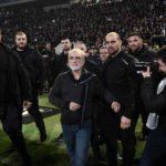 Dura sanción para el presidente del PAOK que irrumpió en el campo armado