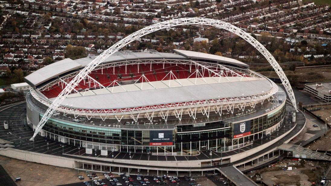 El dueño de un club inglés que está dispuesto a comprar Wembley por 900 millones