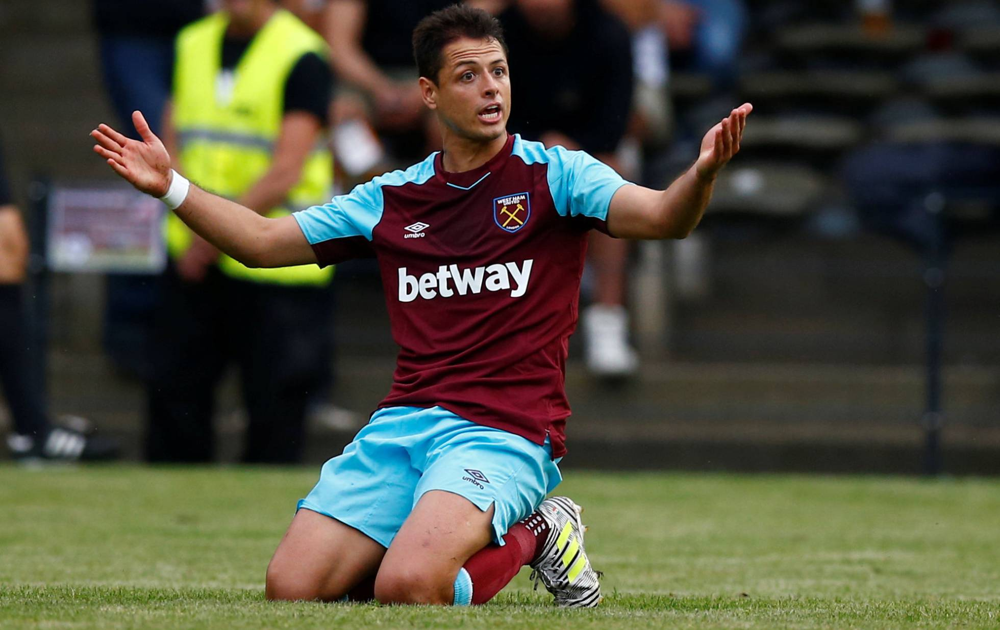 Chicharito leave the West Ham towards the Mexican league