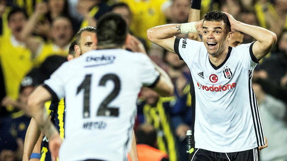 El Besiktas eliminado de la Copa por no presentarse y excluido un año