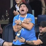 Maradona mount the show in the stands and social networks are eco