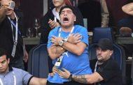 Maradona monta el show en la grada y las redes sociales se hacen eco