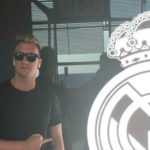 A former Barca dedicates an ugly gesture to the shield of Real Madrid