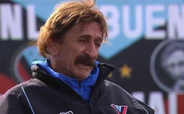 El entrenador que vive en el club y tiene hasta su propia calle