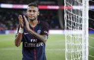 Neymar cobra 375.000 euros...por aplaudir a su afición