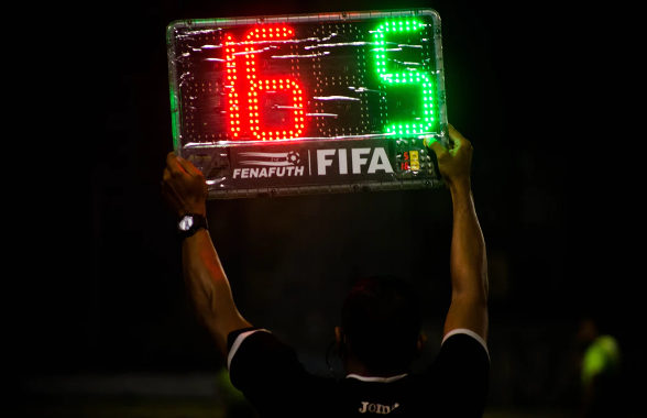 La FIFA piensa usar robots como árbitros en Catar 2022
