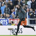 Se para el Newcastle-Tottenham tras sufrir un aficionado un paro cardiaco